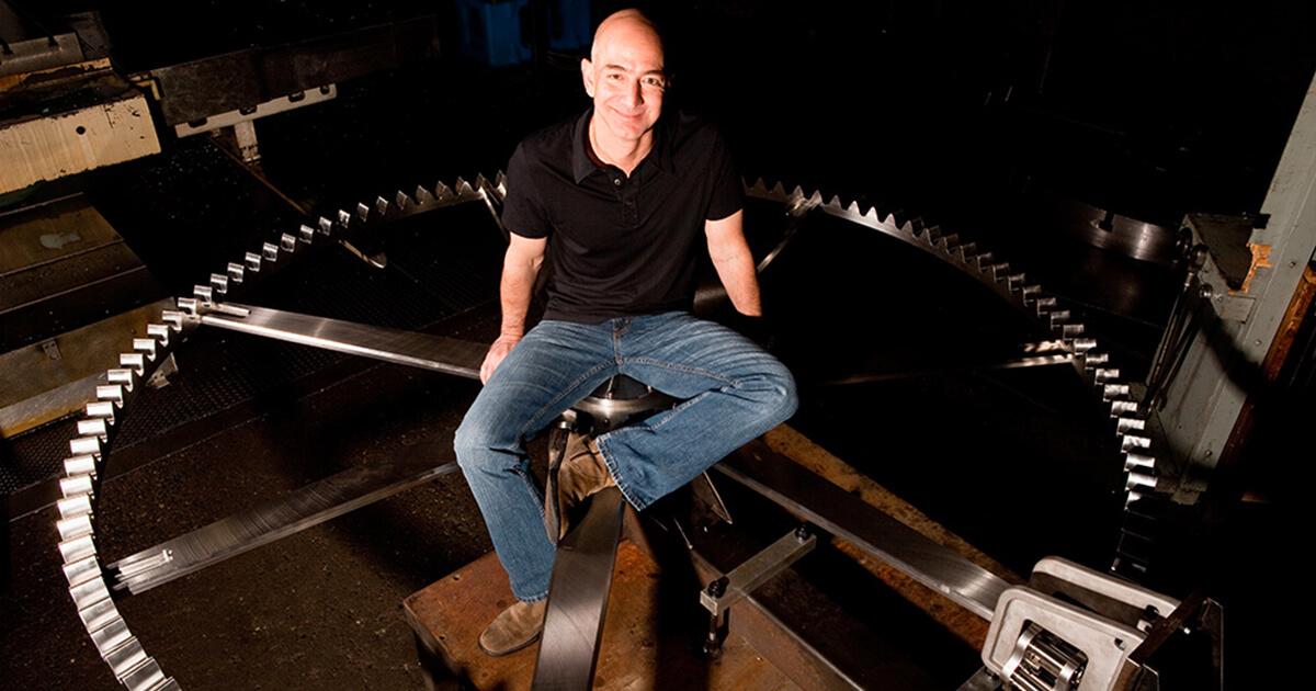 Jeff Bezos e l'orologio dei 10 mila anni